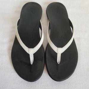Olukai Hoopio White Leather Thong Sandal